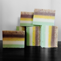 Mint Lapis 100g Bar RM19.90 - This bar is infused with organic herbs extract providing a host of vitamins and minerals for your skin. Nourishes and soothes irritated skin while refreshing your senses with a touch of Peppermint scent.